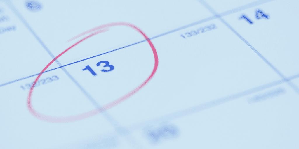 kalendarz z zaznaczoną datą 13 - piątek 13 bajkowierszownia